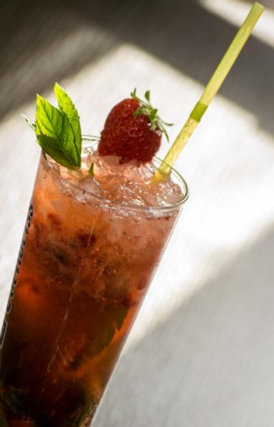 recette mojito fraise un cocktail alcoolis. Black Bedroom Furniture Sets. Home Design Ideas